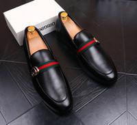 ingrosso fumo nero-2018 Nuovo abito da sposa scarpe uomo nero in vera pelle di grano designer uomini d'affari scarpe fumatori dimensioni Slipper In magazzino