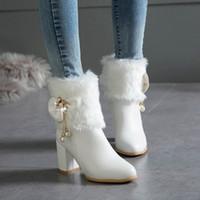 vendita all ingrosso Furry pelliccia di coniglio donne stivali da sposa  bianco nero nodo di farfalla perline quadrati tacchi alti stivaletti scarpe  da sposa ... f6141442f41