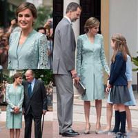 klasik yeşil diz boyu elbise toptan satış-Vintage Nane Yeşil Dantel Leke anne Ceket Ile Gelin Elbiseler 2018 Kılıf Düğün Konuk Elbise Diz boyu annenin Örgün Önlük