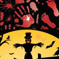 manos sangrientas al por mayor-Pegatinas de Halloween Horrible Bloody Zombie Pegatina de Pie de Mano Scaryt Tema Completo de Sangre Handprint para Pegatinas de Ventana de Automóvil de Hogar 60 unids T1I883