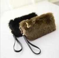 pelz-handtaschen großhandel-Frauen Handtaschen Pelz Clutch Weibliche Tote Armband Partei Taschen Mode Reißverschluss Handytasche Geldbörsen Kleine Schwarze Hohe Qualität Frauen Handtasche