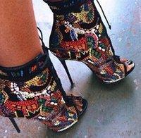 bandaj sandaletler toptan satış-Açık renkli deri dergisi ile Renkli lazer elmas taş dekoratif bandaj sokak yüksek topuk G sandalet