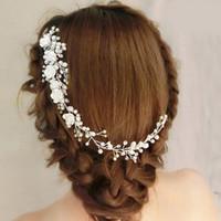 gelin çelenkleri çiçekler toptan satış-Moda Beyaz Inciler Gelin Saç Pins Çiçek Çiçek Takı Gelin Saç Yarım Up Düğün Saç Aksesuarları Bağbozumu Çelenk Düğün Tarak