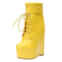 nueva patente de encaje hasta el tobillo al por mayor-Kolnoo 2019 New Design Wadge Heel Boots para mujer de charol Sexy con cordones Botines de fiesta de fiesta de invierno de moda Botas zapatos N033