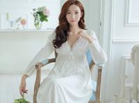 sexy baumwoll-chemise großhandel-NUO neue Ankunftsfrühlingsbaumwollmittelalter Chemise Dresse königliche Weinlese weiche reizvolle Nachtwäsche ND0002A V-Ansatz weiße Spitzennachtrock