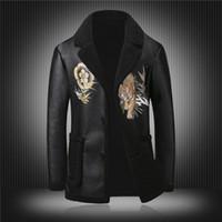 искусственные овчины куртки мужчин оптовых-Famous Designer leather jacket men 2018 Newest Men Winter Coats USA  Tiger Print Faux Sheepskin Leather Jacket