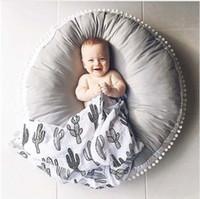 tapis de jeu pour enfants achat en gros de-Ins épais rond bébé couverture jouer au jeu tapis pom pom rampant tapis enfants jouet tapis tapis chambre décoration chambre accessoires de photographie 90 cm
