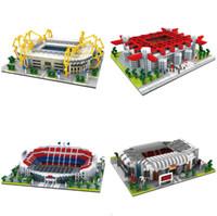 camping brinquedos para crianças venda por atacado-4 modelos de Campo de Futebol de Campo de Futebol Camp Nou Velho Trafford Modelo Building Blocks Desafio arquitetura Crianças Brinquedos Tijolos Do Estádio de Milão