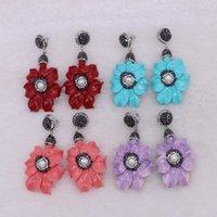 pembe kabuk incileri toptan satış-5 Pairs Moda Lüks Kırmızı Mavi Pembe Kabuk Çiçek Bırak Küpe Bohemian Dangle Küpe Doğal İnci Toptan Kadınlar Takı ile