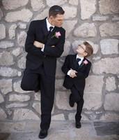 ingrosso piccola cravatta nera-Smoking nero fatto su misura per il ragazzo Slim Fit Vestito piccolo Boy tre pezzi Groomsmen Suit (Jacket + Pants + Vest + Tie)