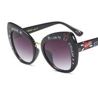 ingrosso telaio di occhio famoso marchio-Famous Glasses 2018 Trends Large Frame Graffiti Stampa Cat Eye Occhiali da sole Donna Luxury Fashion Occhiali Brand Designer Sun