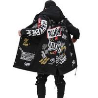 chaqueta larga acolchada hombre al por mayor-2017 nuevos hombres de invierno Parkas chaqueta Graffiti Print con capucha de algodón Wadded Coats High Street Hip Hop largo acolchado gruesa Prendas de abrigo