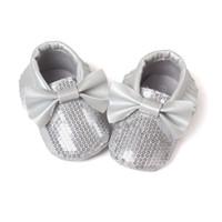 8c4283b103b28 Nouveau mode paillettes rouges bébé bow mocassins Bling Bling enfant en bas  âge à semelle souple moccs pu cuir paillettes bébé filles chaussures  habillées ...