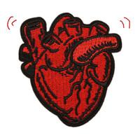 ingrosso badge dei cappelli-Toppe ricamate a forma di cuore rosso cucito ferro sul distintivo per borsa jeans cappello appliques diy lavoro manuale adesivo decorazione accessori di abbigliamento