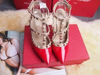 vestido rosa tacones negros al por mayor-Zapatos de vestir de tacón alto de las mujeres remaches de la manera del partido de las muchachas atractivas punta estrecha zapatos hebilla plataforma bombas zapatos de boda negro blanco color rosa