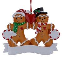 ingrosso famiglia di mele-Famiglia all'ingrosso di pan di zenzero di 2 resina ornamenti di Natale con Red Apple come regali personalizzati per il partito Casa Decor