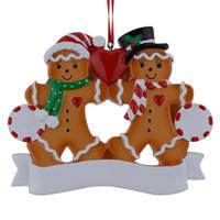 personalisierte weihnachtsschmuck großhandel großhandel-Großhandelslebkuchen-Familie von 2 Harz-Weihnachtsverzierungen mit rotem Apple als personalisierte Geschenke für Feiertags-Party-Ausgangsdekor