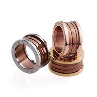 logo kahvesi toptan satış-Sıcak satış marka Logo 316L Paslanmaz Çelik Yüzükler kahve vida ile Seramik Kadınlar ve Erkekler için Yüzükler Düğün Takı hediye 6 # -12 # PS5538