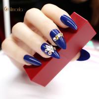 yapışkan mavi çivi toptan satış-24 adet / takım Tam Kapak Nail İpuçları Yanlış Nail Art Tutkal Ile Moda Stiletto Basın Nails Sivri Mavi Bayanlar Manikür İpuçları Aracı