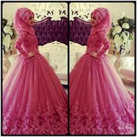 islamische hijab moslemische brautkleider großhandel-2018 Muslim Brautkleider mit langen Ärmeln High Neck Spitze Applique islamischen Hijab Brautkleid Vintage Dubai Brautkleider