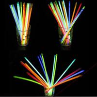 neon-stick lichter großhandel-100 stücke pro pack party sticks Glow Sticks Armband Halsketten Neon Party LED Blinklicht Sticks Zauberstab Neuheit Spielzeug charme geschenke