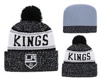 хоккейная шайба оптовых-2018 New Classic LA Sport Hockey Kings Skullies Hat Pom Вязаные шапки с манжетами и вышитым логотипом команды Поклонники моды Зимние теплые шапочки