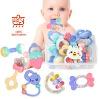 jouets de développement pour bébé 12 mois achat en gros de-8pcs / Set nouveau-né anneau de dentition main Bells bébé jouets 0-12 mois développement de la dentition infantile précoce bébé éducatif hochets jouets