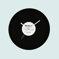 saat duvarı asılı toptan satış-12 inç Vinil Kayıt Duvar Saatleri Yatak Odası Için Vintage Retros Tasarım CD Şekli Siyah Saat Lüks Tasarım Asmak Dekorasyon 16 5ym BZ
