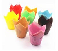 cupcakes forros de papel al por mayor-200 unids paquete de papel herramienta de decoración de pasteles molde flor de tulipán envoltura de la magdalena de chocolate para hornear muffin forro de papel desechable