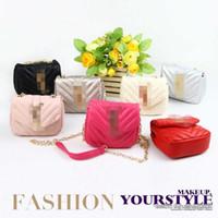 mini münze handtasche geldbörsen großhandel-Kinder Handtaschen Heißer Verkauf Mode Koreanische Mädchen Kette Geldbörsen Schöne Design Klassische Brief Mini Umhängetaschen Kinder Weihnachtsgeschenk