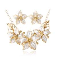 blumen keramik großhandel-FU Mode Kristall Stempel und vier Farben Keramik Glasur Blume Anhänger und goldene Kette Halskette Schmuck fein für Frau