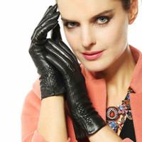 волокно плюс продажа оптовых-Женщины черный сенсорный кожаные перчатки зимняя мода сенсорный экран подлинная козья кожа вождения перчатки плюс теплый бархат топ продажа L013NC2