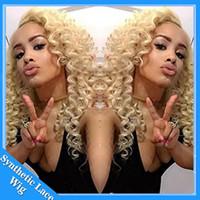 блондинка натуральный вьющийся парик оптовых-Косплей парик афро кудрявый вьющиеся натурально выглядящие блондинки # 613 цвет синтетический парик шнурка термостойкие парик фронта шнурка вьющиеся синтетические парики