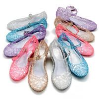 девушки сандалии голубые оптовых-Новые детские туфли девушка принцесса обувь синие хрустальные сандалии девочки косплей обувь синяя дыра пвх снежинка сандалии дети A-542