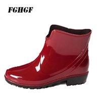 schuhe tragen regen großhandel-Neue PVC modische Wasserschuh Freizeit Erwachsene Regen Stiefel verschleißfesten rutschigen wasserdichten Frauen Gummischuhe Regen Schuhe