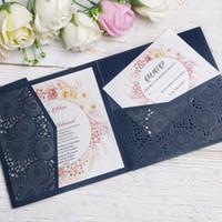cartões livres do rsvp venda por atacado-Azul marinho 3 Dobras Quadrados Convites de Casamento Cartões com Cinto para o Aniversário de Casamento Cartões de Convites de Noivado Use Cartões de RSVP Grátis