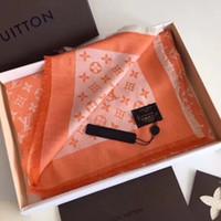 diseño de estilo real al por mayor-Las bufandas de seda de la nueva marca diseñadas por los diseñadores reales del anillo de la alta calidad para las mujeres en 2018 son el estilo caliente de moda de las mujeres