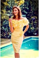 gelbe knielänge kleid mutter braut großhandel-Elegante gelbe Mutter Braut Kleider mit handgemachter Blumen-Knie-Längen-Mutter des Bräutigams Kleid bescheiden Plus Size Hochzeit Gastkleider