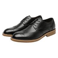 zapatos casuales para hombre coreano al por mayor-mejor venta FS003 2018 verano nuevo cuero para hombre zapatos tendencia coreana Bullock negocios informal británico Retro cuero para hombre zapatos al por mayor caliente
