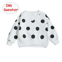 suéter de lunares negro al por mayor-Bebé polka dot Suéteres Infant Girls de manga larga blanco negro tops Niños Otoño Invierno Suéter de tela