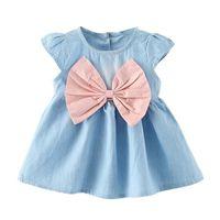 kleines mädchenkleid entwirft sommer großhandel-Niedliches kleines Baby tragendes Bogenentwurfs-Minikinderbaby-Cowboykleid eine Abnutzungs-kurz-sleeved Sommerart-Modeparty