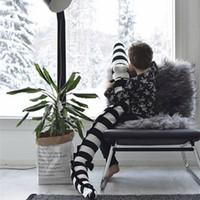 ingrosso divano bianco arredamento-Strisce bianche e nere farcito coccodrillo giocattoli peluche paracolpi culla letto protezione in cotone cuscino del divano bambini arredamento della camera
