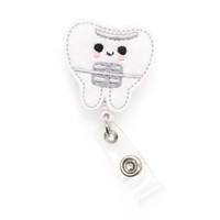 lindos regalos de enfermería al por mayor-Bricolaje fieltro dientes lindos Nombre médico Símbolo tarjeta de identificación de yoyo carrete de la insignia Carrete de la insignia retráctil Titular de la tarjeta de identificación para enfermera regalos