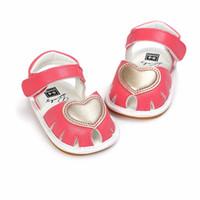 ingrosso sandalo rosso bambino-sandali del bambino di primavera e di estate del cuore rosso del bambino pattini molli pattini del bambino dei pattini
