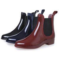 ingrosso scarpe da pioggia della caviglia-CALDO! Stivali in gomma 2018 impermeabile Trendy Jelly donne Ankle Rain Boot banda elastica di colore solido scarpe piovose donne