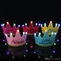 chapeau de joyeux anniversaire achat en gros de-Couronne Led Joyeux Anniversaire Cap Coloré Non Tissé Chapeau Roi Princesse Lumineux Led Anniversaire Chapeau Chapeau Événement Fête Festival Décoration IC891