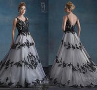 robe gothique noire et blanche achat en gros de-Robes de mariée noires et blanches, Mariage de Mary rétro avec le cou et décolleté dos et appliques en V 201 Tulle A-Line Garden Gothic Wedding