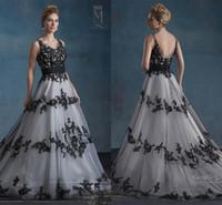 vestido gótico branco preto venda por atacado-Vestidos de casamento preto e branco 2018 Retro Vintage Mary's nupcial com decote em V e V Voltar Apliques de tule A linha Garden Gothic Wedding Gown