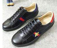 cut shoes al por mayor-New Ace bordado Pequeño Bee Zapatos Pequeños Blancos Para Hombres Mujeres Low Cut Casual Zapatos Planos Zapatillas Unisex Zapatillas Zapatos Para Caminar Tamaño 36-44