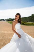 свадебное платье цветочное плюс размер оптовых-2018 богемной свадебные платья без спинки плюс размер невесты платье без бретелек пляж свадебные платья тюль атласные 3D цветочные аппликации развертки поезд